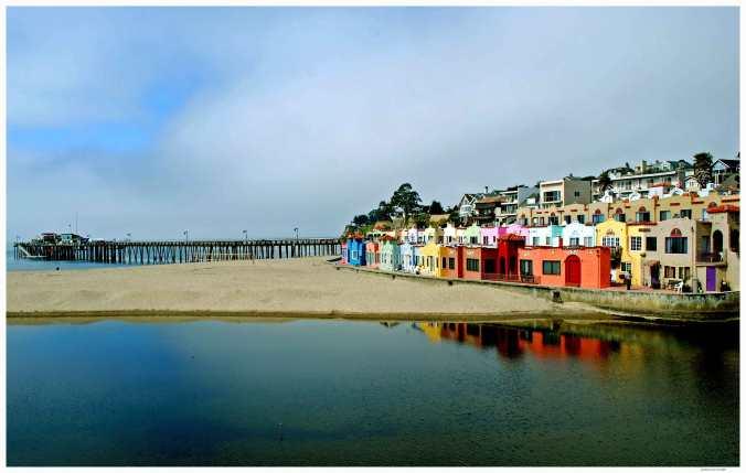 Capitola_CA_-_beach_with_wharf